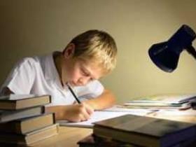 在网上学习英语哪个培训机构好?在这个全民学英语的时代,请家人们都来分享一些经验!