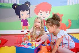 家长们该怎样为学龄前在线选择合适的英语口语班呢?